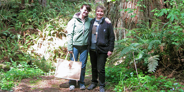 Twlya Weinberg, right, enjoys time in her grove with Megan Derhammer, the League's Major Gifts Officer of the Grove and Honor Tree Program.